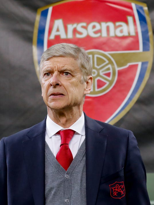 Arsenal manager Arsene Wenger waits for the kick-off of the Europa League, round of 16 first-leg soccer match between AC Milan and Arsenal, at the Milan San Siro stadium, Italy, Thursday, March 8, 2018. (AP Photo/Antonio Calanni)