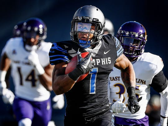 Memphis' Tony Pollard (front) scrambles past the ECU