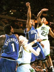Shaheen Holloway (in blue, with arm raised) hits the iconic layup that lifted Seton Hall past Oregon in the 2000 NCAA Tournament.