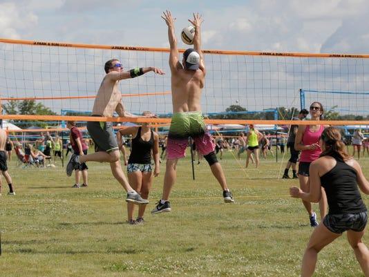 636035904031174721-GWM-OSH-Waupaca-Boatride-Volleyball-070816-001.jpg