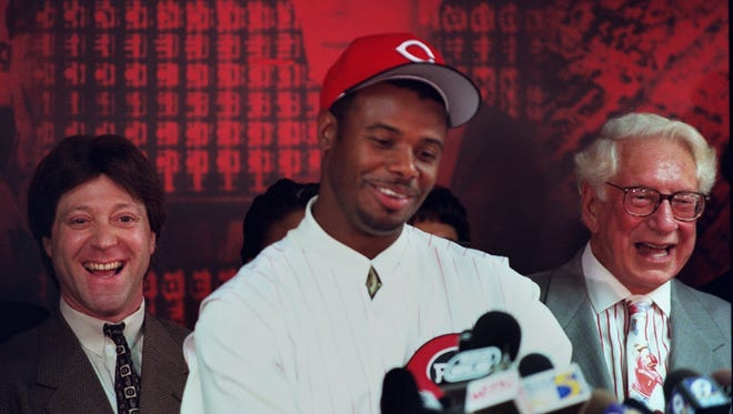 Ken Griffey Jr. addresses the media with agent Brian Goldberg, left, and the Reds' then-owner Carl H. Lindner on Feb. 10, 2000, after being traded from the Mariners.
