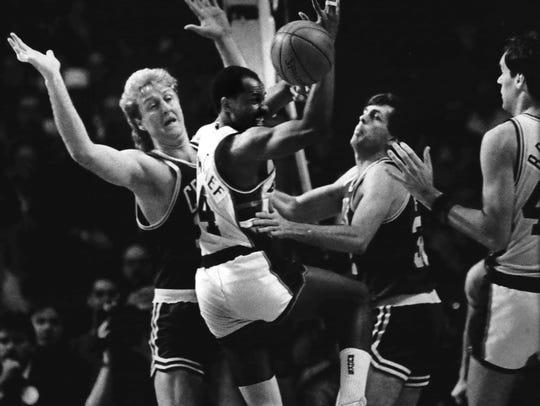 Milwaukee Bucks guard Sidney Moncrief (center) scrambled
