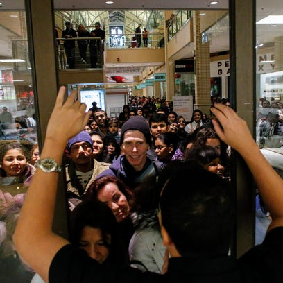 People waits in line to go shopping at the to JCPenney