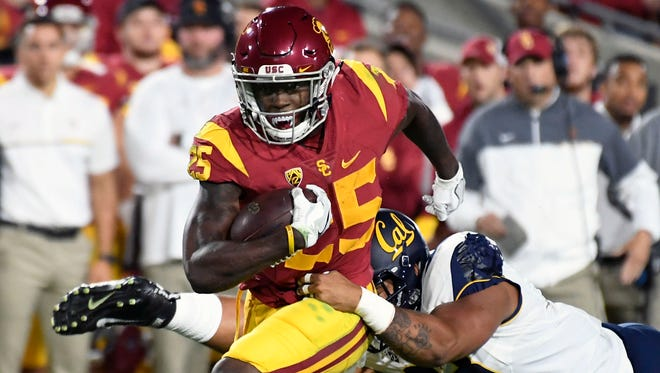 Ronald Jones runs in a touchdown in the first quarter at Los Angeles Memorial Coliseum.