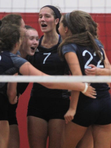 St. Henry rallies together during its esmifinal win