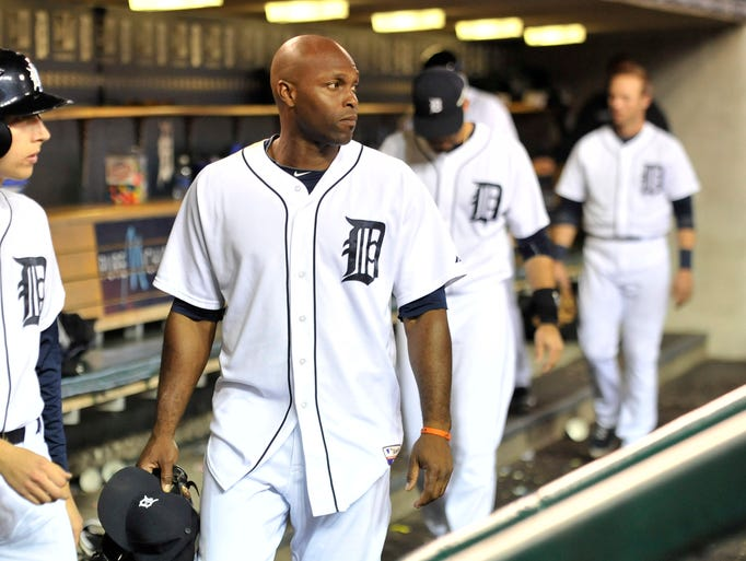 A subdued Torii Hunter heads for the clubhouse after the Chicago White Sox  defeated the Detroit Tigers 2-0 on Monday, Sept. 22, 2014, at Comerica Park in Detroit.