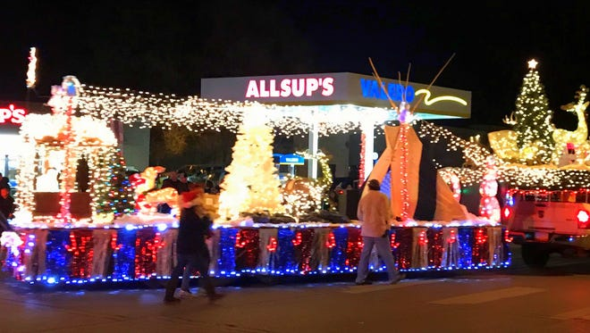 Floats turn from Mechem Drive to Sudderth for the parade through midtown Ruidoso.