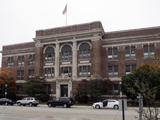 636209626959900548-city-hall.jpg