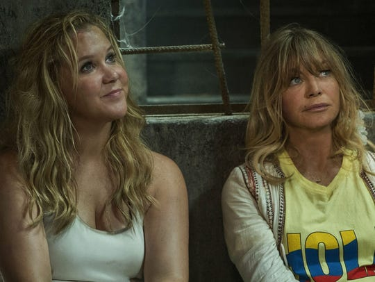 Mother and daughter (Goldie Hawn and Amy Schumer) wind