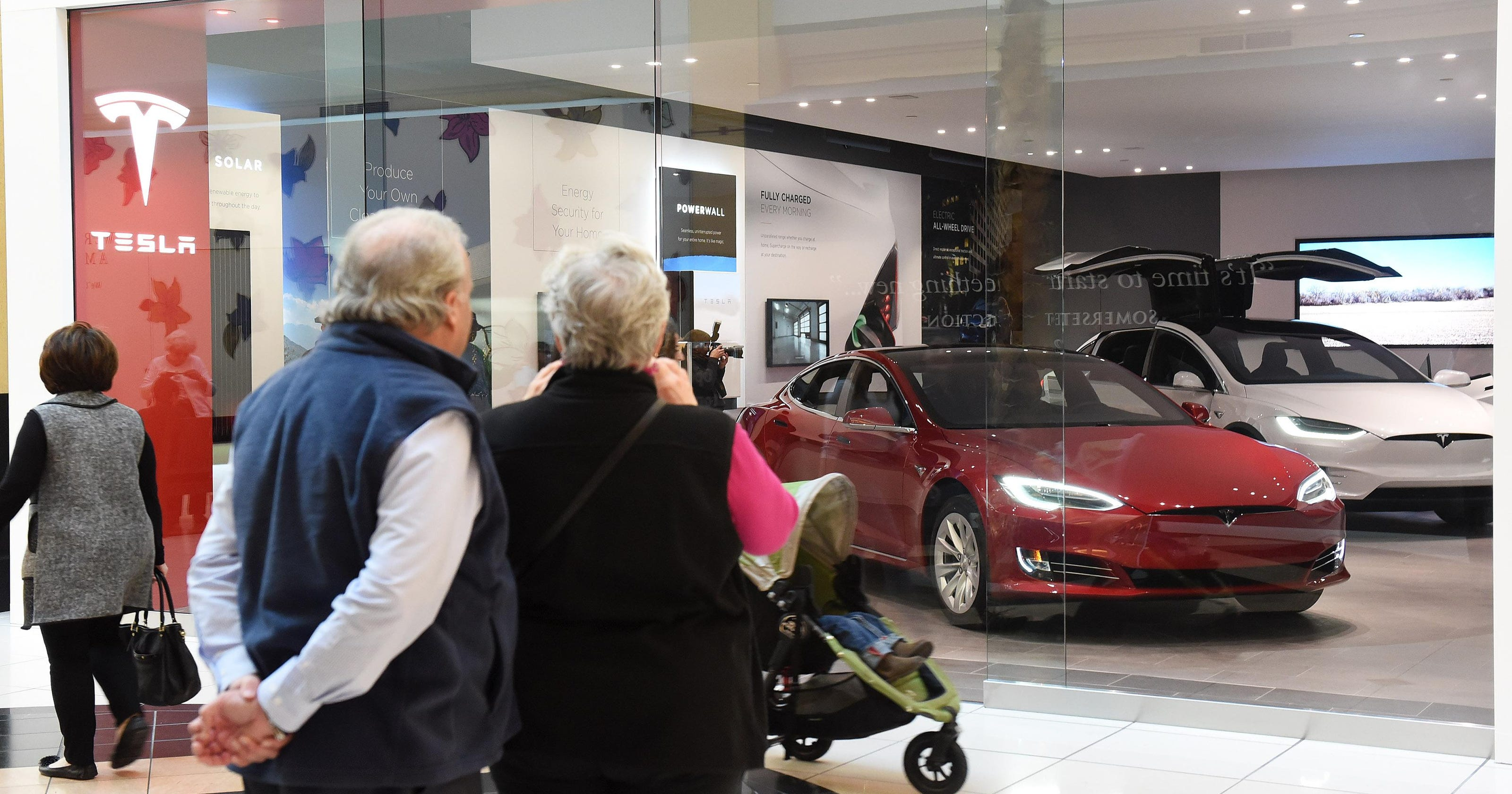 Payne: First Tesla Michigan gallery opens at Somerset mall