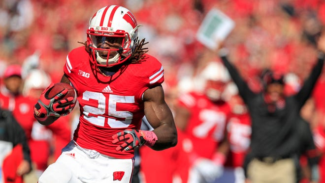 Wisconsin running back Melvin Gordon runs for touchdown against Illinois during the first half of Saturday's game in Madison.
