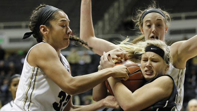 UWGB sophomore forward (bottom right) Jessica Lindstrom leads the team with 7.2 rebounds per game.