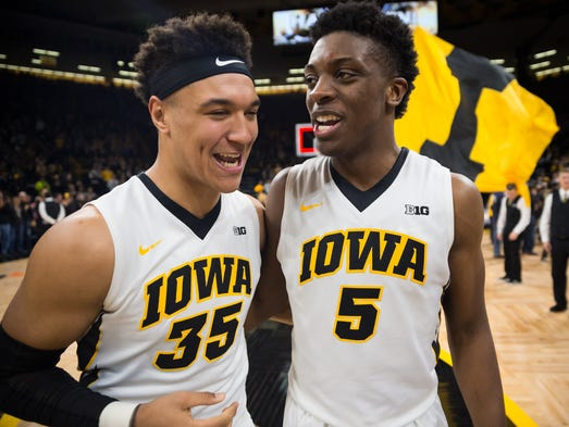 Iowa forward Cordell Pemsl (35) and forward Tyler Cook