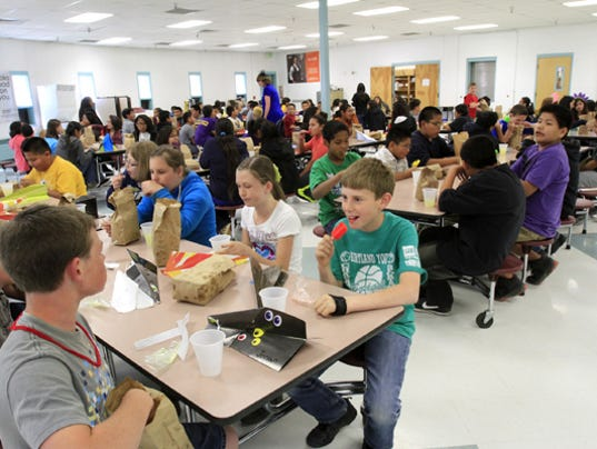 636130053901373930-school-lunch.jpg