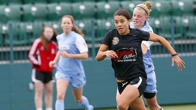 Australian forward Samantha Kerr was one of the Flash's key attacking players in 2013 and 2014.