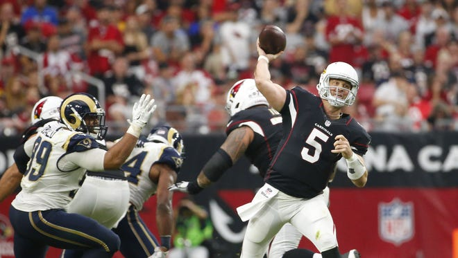 Arizona Cardinals quarterback Drew Stanton (5) throws a pass against the Los Angeles Rams during the fourth quarter at University of Phoenix Stadium October 2, 2016.