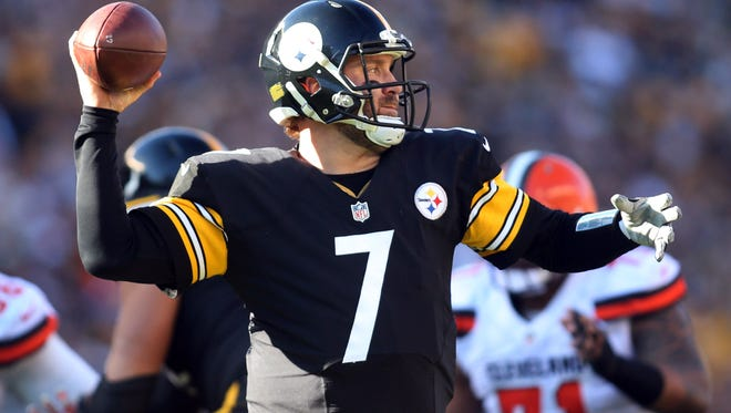 Pittsburgh Steelers quarterback Ben Roethlisberger (7) passes the ball against the Cleveland Browns during the second quarter at Heinz Field.