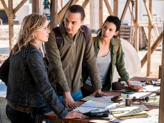 Madison (Kim Dickens), Nick (Frank Dillane) and Luciana