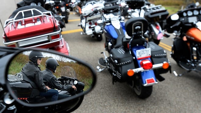An effort to make motorcycle helmets optional stalled in a House finance committee late Tuesday.