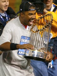 Garret Anderson holds the 2002 World Series trophy.
