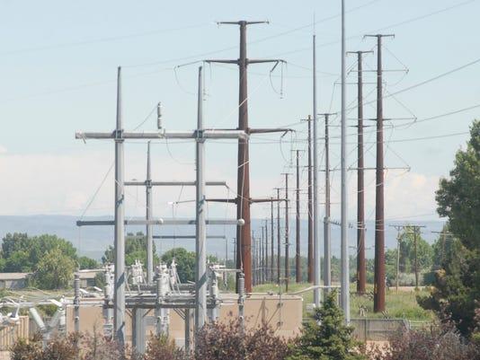 -070311 power poles 1 lcl VRH.jpg_20110701.jpg