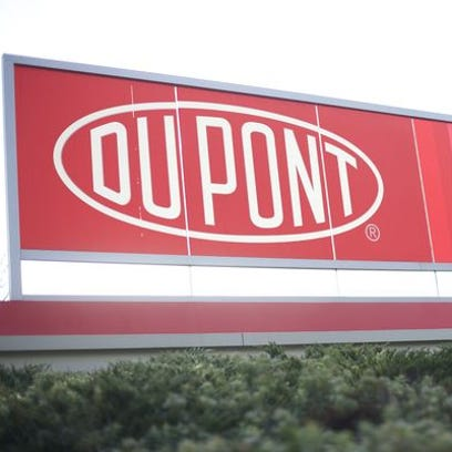 DuPont swings to profit, beats 4Q forecasts