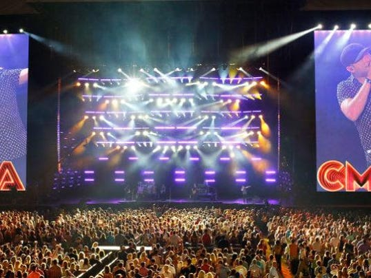 2016-CMA-Music-Fest