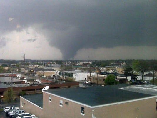 635635937354560957-tornado