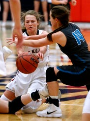 Oakland's Claira McGowen (11) passes a loose ball after