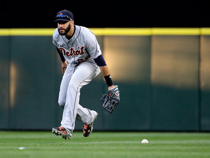 Tigers right fielder J.D. Martinez overshoots a single