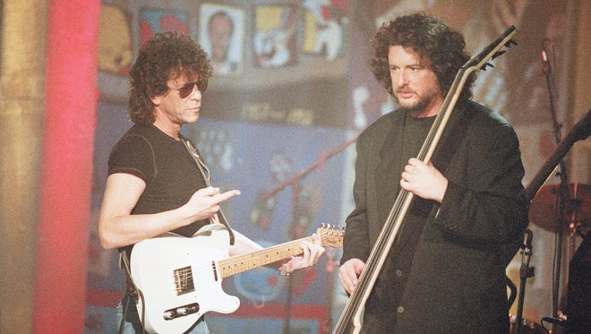 Rob Wasserman, right, on stage, March 27, 1994, with Lou Reed in New York.