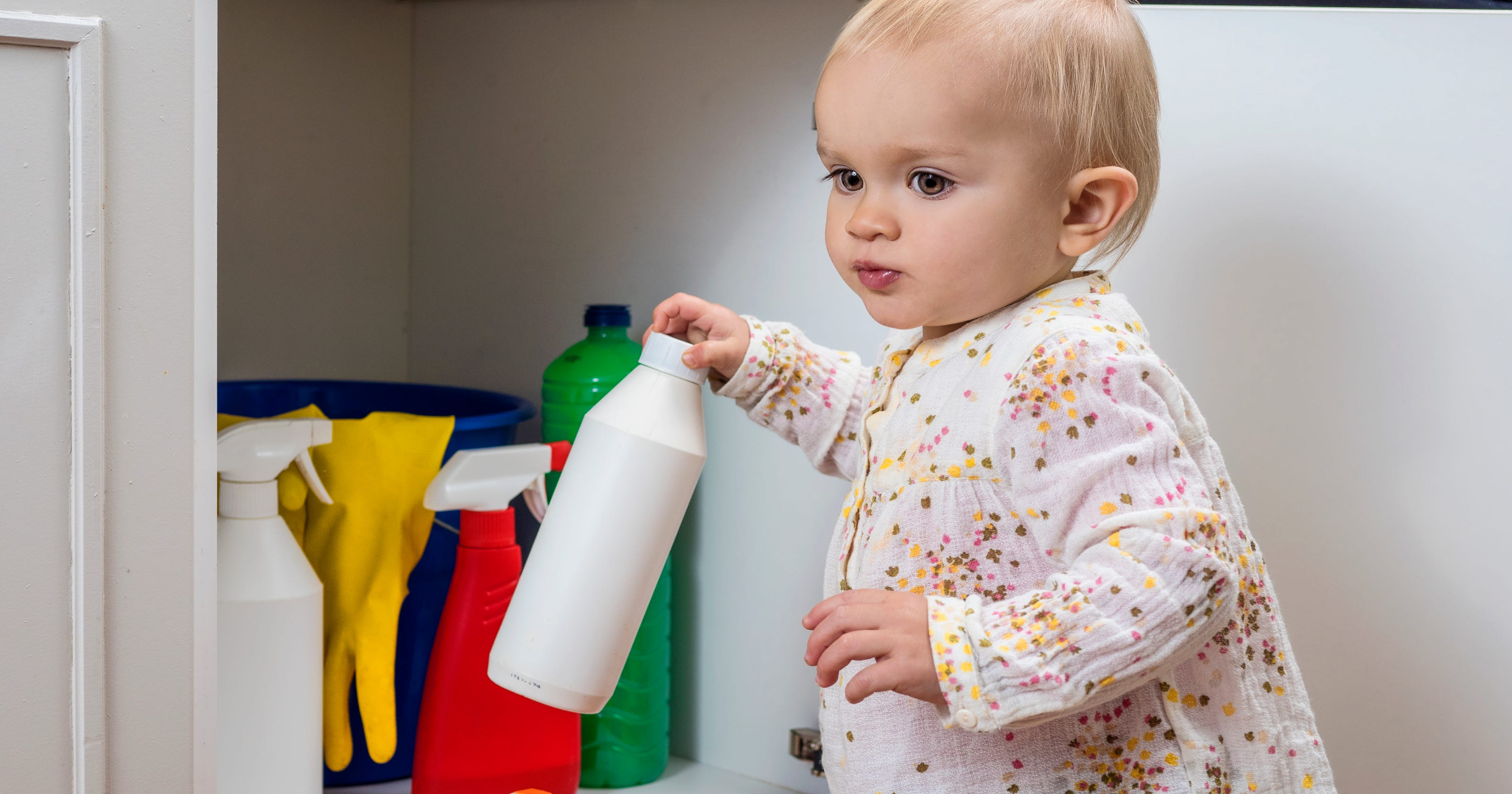 household safety preventing poisoning for parents - HD3200×1680