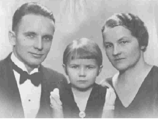 Ilga with her parents, Janis and Bronta, who immigrated