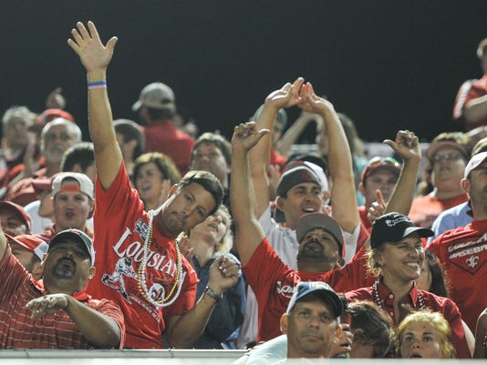 636007294068905615-fans-Cajuns.vs.princeton-at-tigue-5--5.jpg