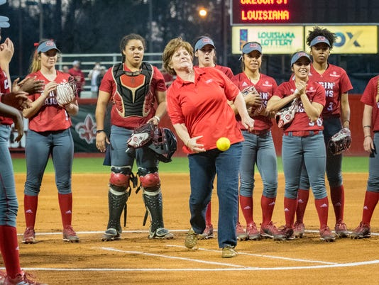 636543332876331362-Cajuns.Oregon.Softball.02.15-8008.jpg