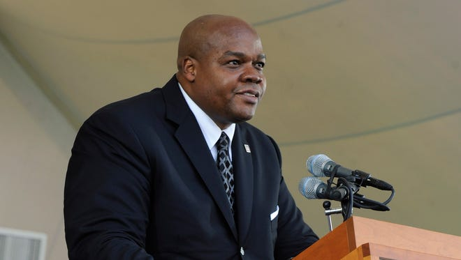 National Baseball Hall of Fame inductee Frank Thomas speaks during an induction ceremony at the Clark Sports Center.