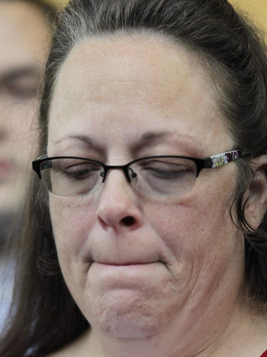 Kentucky county clerk says she won't interfere with gay-marriage licenses