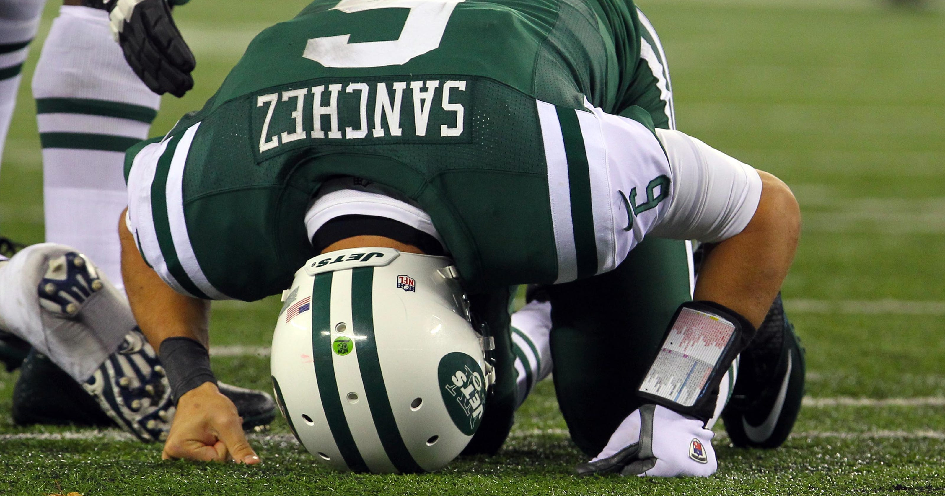 Geno Smith s broken jaw just the latest episode on long list of Jets  lowlights 6a9c88a67