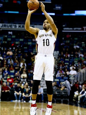 New Orleans Pelicans guard Eric Gordon (10) shoots against the Charlotte Hornets during the first quarter of game at the Smoothie King Center.