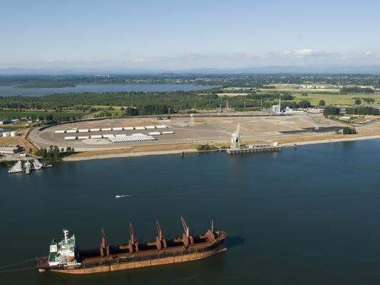 635640816385273229-Crude-oil-terminal-mo-Davi