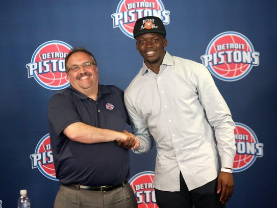 Stan Van Gundy and Reggie Jackson on July 20, 2015, after Jackson signed a 5-year, $80-million contract.
