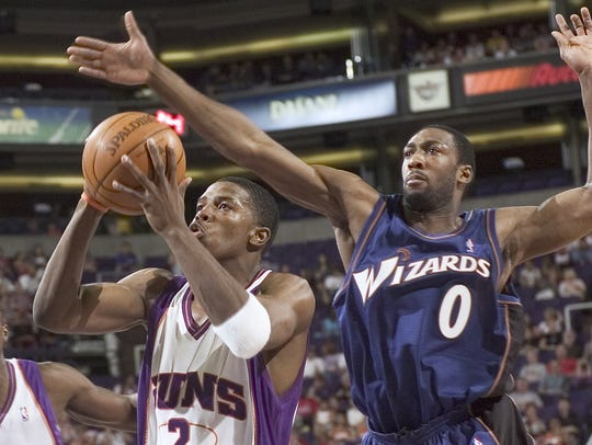 Joe Johnson gets a shot off   against Gilbert Arenas