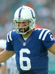 Indianapolis Colts quarterback Charlie Whitehurst is dating singing superstar Jewel.