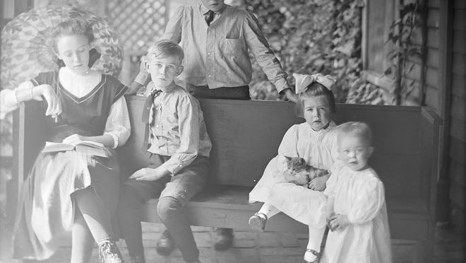 Positive image of a glass plate negative by Ema Spencer, circa1909.
