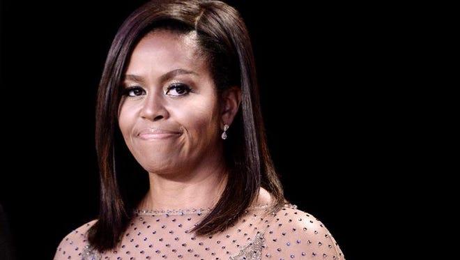 La primera dama, Michelle Obama, aseguró hoy que está dispuesta a ayudar en todo lo que necesite a su sucesora, Melania Trump, mientras se adapta a su nuevo papel en la Casa Blanca.