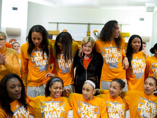 Tennessee head coach emeritus Pat Summitt, center, has her photograph taken with the Tennessee team as they gather for the NCAA Selection Show at the Women's Basketball of Hall Fame in Knoxville, Tenn., Monday, March 17, 2014.  At left is current head coach Holly Warlick.  (AP Photo/Knoxville News Sentinel, Saul Young)
