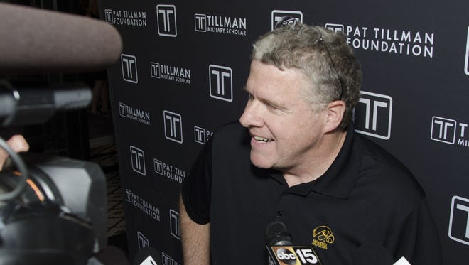 Sports Illustrated Senior Football Writer Peter King talks to the media at the Peter King Pre-Pat's Run Tweet-up on Friday, April 19, 2013 at Tom's Tavern in Phoenix.