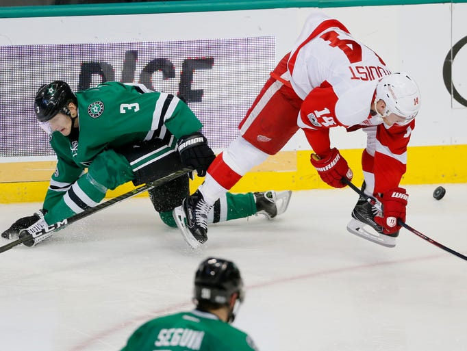 Dallas Stars' Tyler Seguin (91) watches as John Klingberg