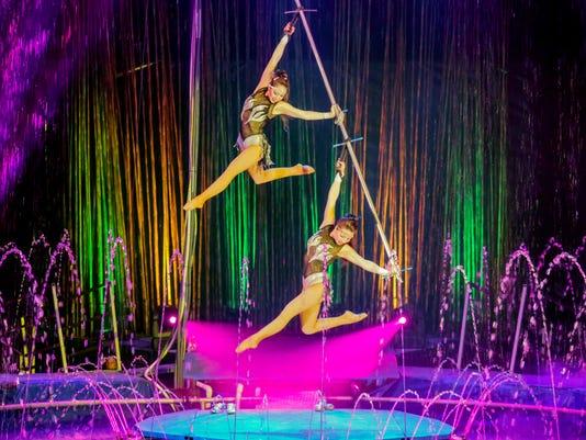 Cirque Italia performers