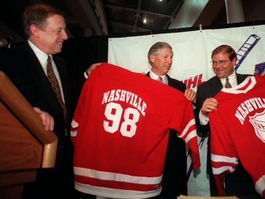 Mayor Phil Bredesen presents  jerseys to the original